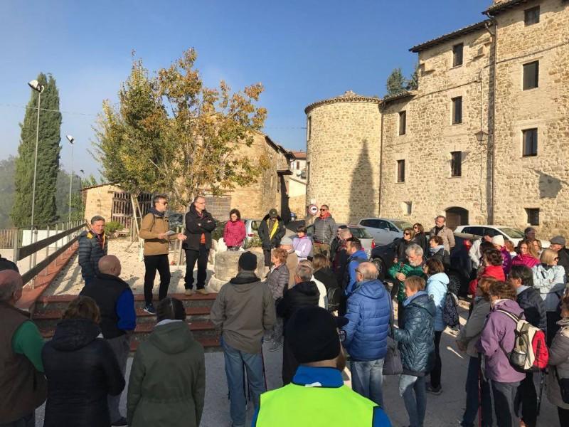 passaggiata-tra-oliveti-e-castelli